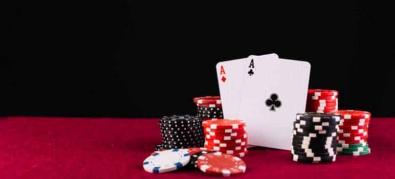 Mengapa Duduk di Kanan Meja Poker Online?